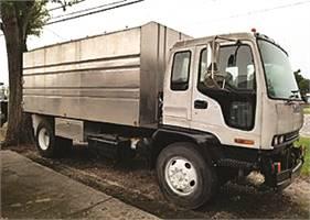 2006 ISUZU Chip Truck With New 16 Foot Body